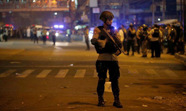 In Jakarta herrscht nach einer Explosion am Tercminal Kampung Melayu Ausnahmezustand. / Bild: REUTERS