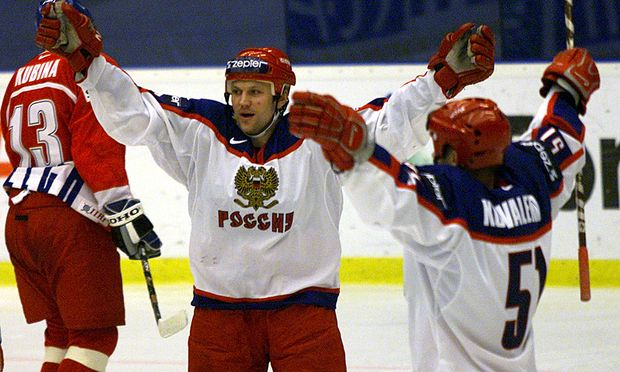 RUSSIA´S KARPOV AND KOVALENKO CELEBRATE GOAL AGAINST CZECH REPUBLIC.