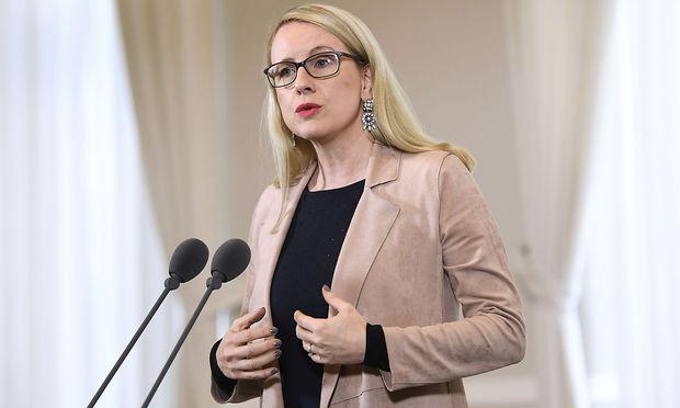 Wirtschaftsministerin Schramböck.