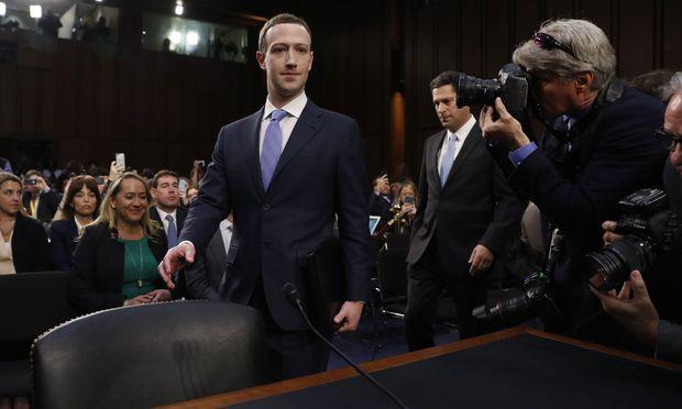 Mark Zuckerberg, Neo-Anzugträger