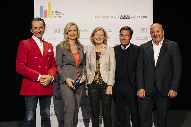 v.l.n.r.: Christian Rainer (profil), Claudia Reiterer (ORF/Moderation), Martina Salomon (Kurier), Rainer Nowak (Die Presse), Werner Müllner (APA)