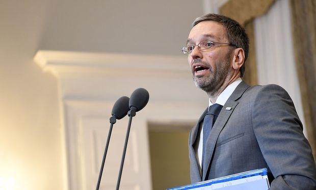 Innenminister schlägt vor, Flüchtlinge
