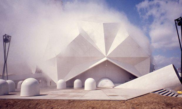 Das spektakulärste gemeinsame Unternehmen von E.A.T. war der Pepsi-Pavillon 1970 für die Expo im japanischen Osaka. [ ,]