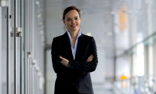 Quereinsteigerin Sonja Hammerschmid folgt Gabriele Heinisch-Hosek als Bildungsministerin nach. Sie stand zuletzt fünfeinhalb Jahre lang an der Spitze der Veterinärmedizinischen Universität.