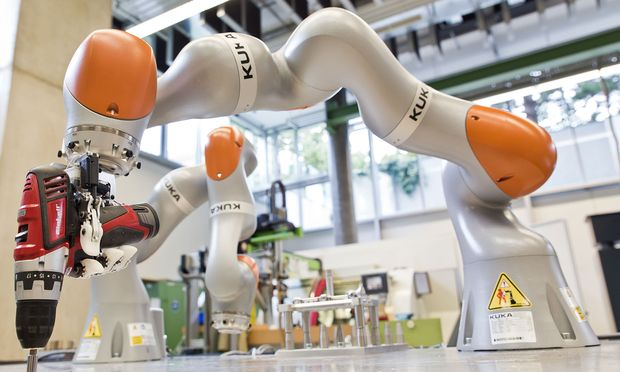 """Auf die zunehmende Automatisierung reagiert die FH OÖ etwa mit """"Robotic Systems Engineering"""" am Campus Wels."""