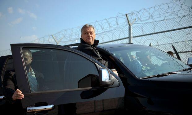 Nein zur EU-Solidarität: Ungarns Premier, Orbán, mit seinem bulgarischen Kollegen, Borissow, an der bulgarisch-türkischen Grenze.