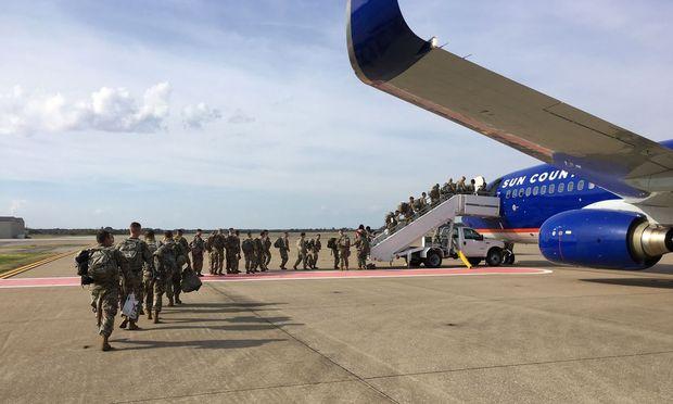 Donald Trump hat das Pentagon wegen der Migranten angewiesen, das Militär an die Grenze zu schicken.