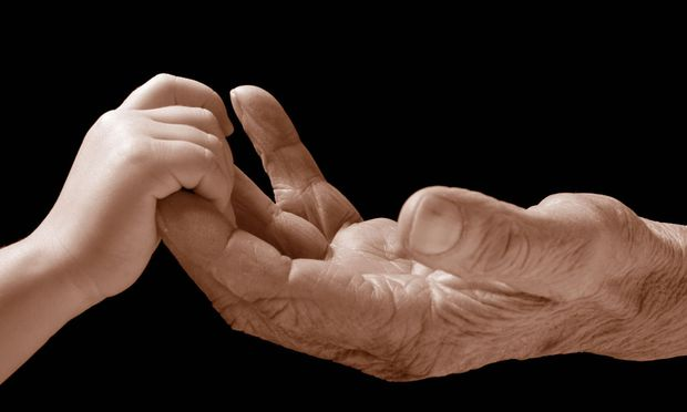 Kinderhand und Seniorenhand / Child hand and senior´s hand