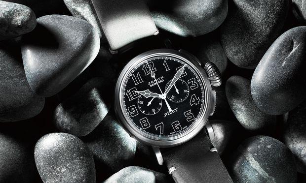 Der Type 20 Chronograph erinnert an eine historische Fliegeruhr, präsentiert sich aber in stylischem, kratzfestem Schwarz.