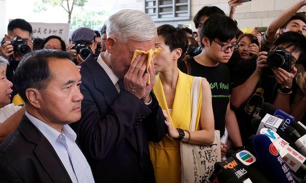 Chu Yiu-ming, Mirbegründer der Occupy-Bewegung, wurde zu einer Bewährungsstrafe verurteilt, vier seiner Kollegen müssen ins Gefängnis.