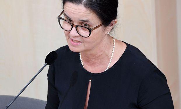 Sozialministerin Brigitte Zarfl will ihrem Nachfolger einen Ordner voll mit umsetzbaren Inhalten hinterlassen.