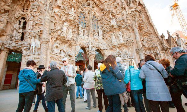 Meistbewertete Sehenswürdigkeiten sind Ziele, für die es viel Geduld braucht: Barcelona, und die Sagrada Família im Speziellen, wird von Besuchermassen heimgesucht.