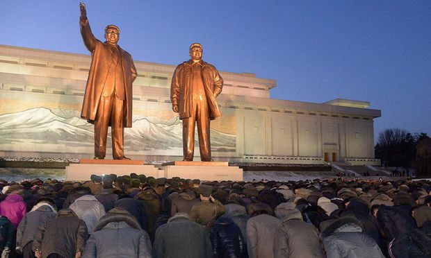 North Koreans bow to bronze statues of North Korea´s late founder Kim Il Sung and late leader Kim Jong Il at Mansudae in Pyongyang
