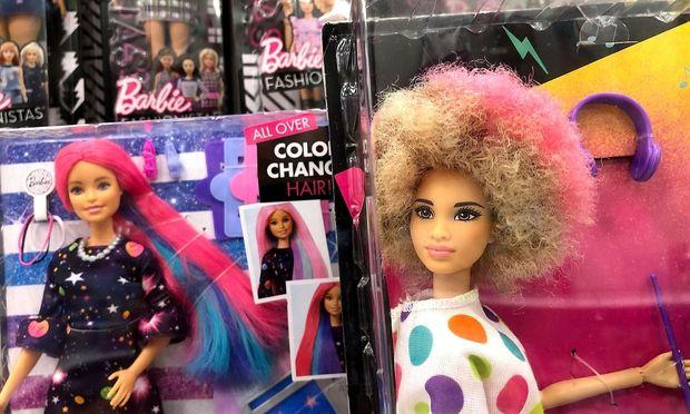 Barbie soll nicht mehr für unrealistische Schönheitsideale bekannt sein.