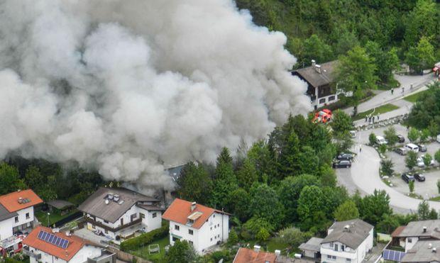 120 Einsatzkräft rückten zu dem Großbrand in Tirol aus
