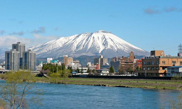 Morioka. Japan ist eine begeisterte  Skination – mit über 500 Gebieten.