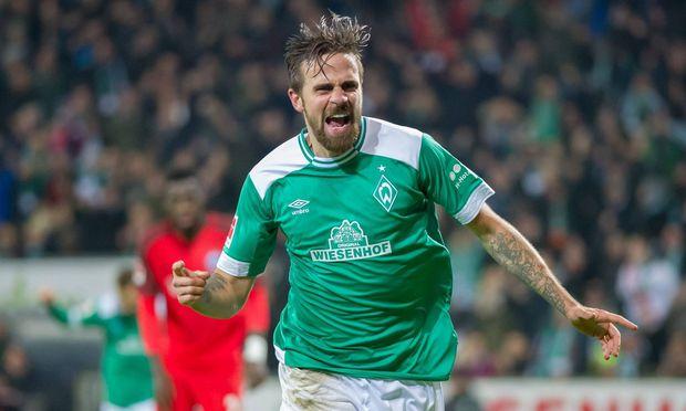 v li Torschuetze Martin Harnik SV Werder Bremen 9 mit Torjubel Jubel Freude ueber das Tor zum 2