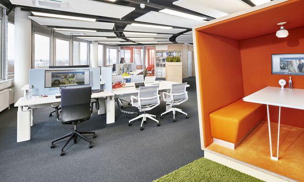 Zwischen cool und kuschelig: Arbeitsplatz mit Rückzugsraum.