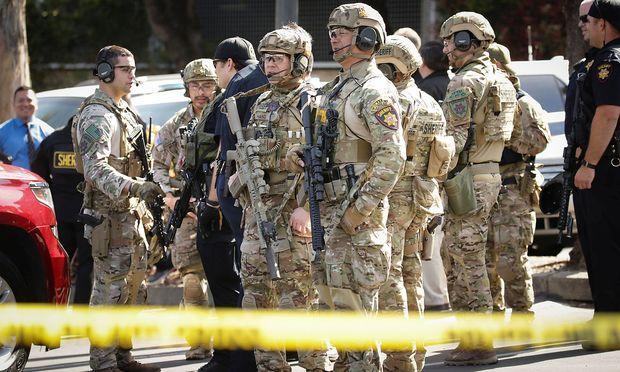 Ein SWAT-Team rückt zum Youtube-Hauptquartier aus.