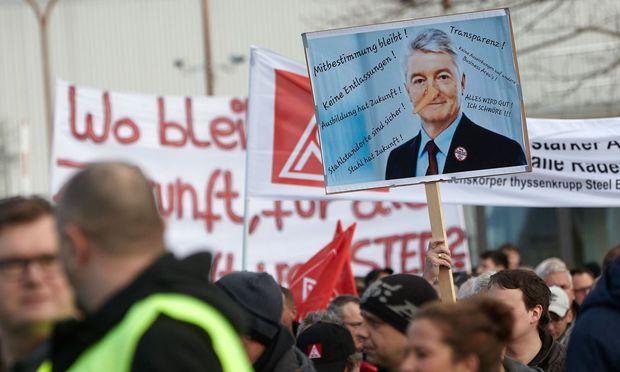 Konzernchef Heinrich Hiesinger ist das Feindbild vieler Beschäftigter. / Bild: APA/AFP/dpa/THOMAS FREY
