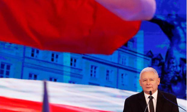 Jarosław Kaczyński forderte schon am Tag nach der Veröffentlichung besonders harte Strafen gegen pädophile Straftäter.