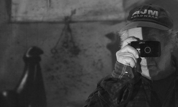 Robert Frank im Filmporträt von Laura Israel, das einen etwas sprunghaften, aber umfassenden Abriss seines Werdens und Wirkens bietet.