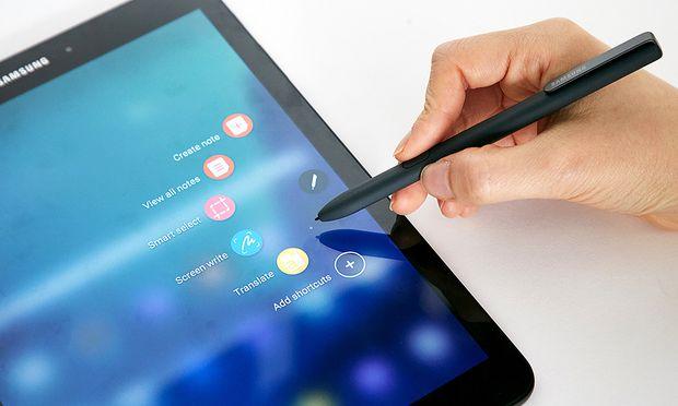 Der Stift ist dabei: Das Galaxy Tab S3 ist eine gute iPad-Alternative. / Bild: (c) Werk