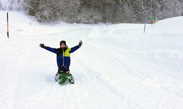 Platz da! Florian (10) hat die Triebener Bundesstraße für sich allein.