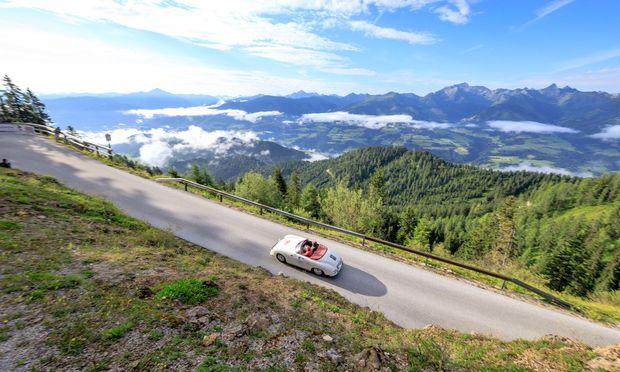 Schöner geht es kaum: Ein Porsche 356 A Speedster, Baujahr 1957. Ja, die Landschaft ist auch nicht schlecht.  / Bild: (c) Martin Huber/Ennstal-Classic