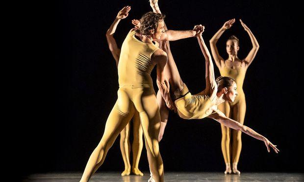 Diese Suite verzeiht nichts – doch die Tänzer (hier Lazik, Poláková) sind ihr gewachsen.