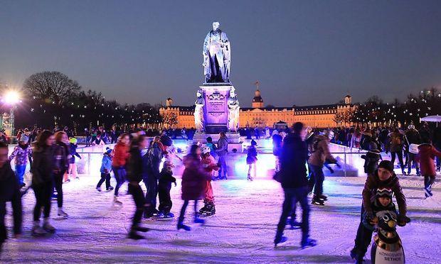 Der Eislaufplatz vor dem Karlsruher Schloss soll im Vorjahr ein mögliches Terrorziel gewesen sein.