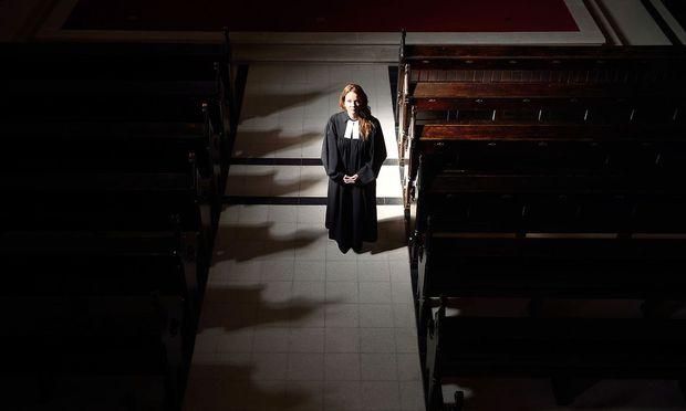 Vikarin Julia Schnizlein in der Lutherkirche in Wien-Währing