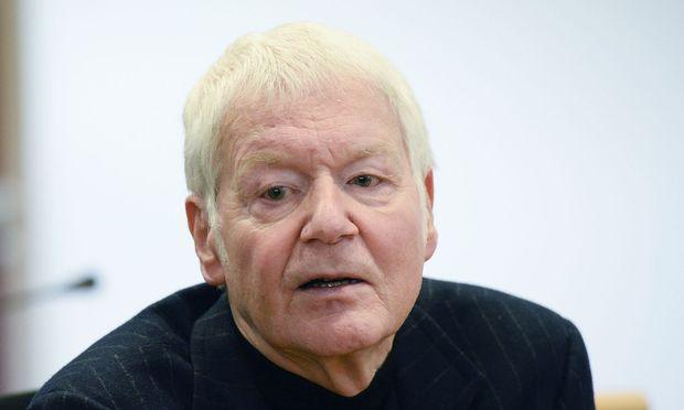 Der ehemalige Drogerie-König Anton Schlecker vor Gericht