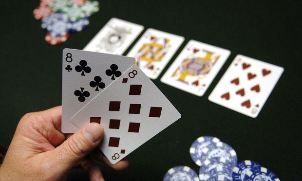 Braucht man nur Glück oder auch Geschicklichkeit? Pokersalonbetreiber Peter Zanoni ist fest von Letzterem überzeugt.