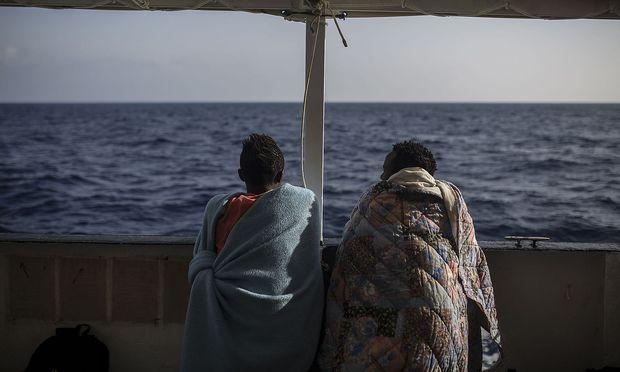 Italien verweigert Rettungsschiffen das Einlaufen in seine Häfen.