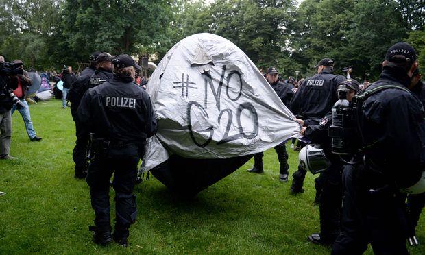 G20-Proteste wirbeln Programm für Melania Trump und Joachim Sauer durcheinander