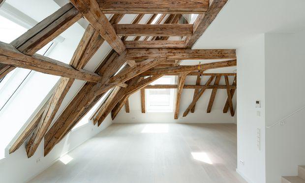 Alte Pracht, in Szene gesetzt: ein Dachstuhl als Design-Highlight.