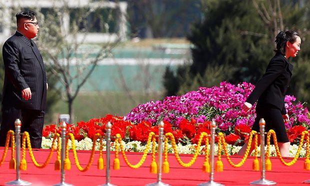 Schließen Nordkoreas Diktator Kim Jong-un mit seiner Schwester. – REUTERS  Damir Sagolj  File