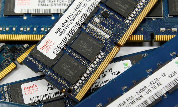 Die Entwicklung immer leistungsfähigerer Chips kostet die Branche viel Geld.  / Bild: (c) REUTERS (Kim Hong-Ji)