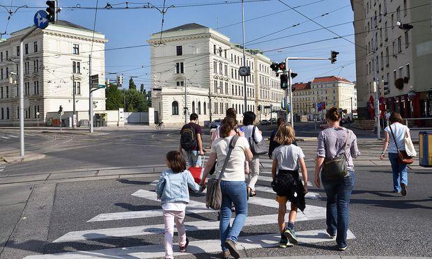 Die Causa um das Bundesamt für Verfassungsschutz und Terrorismusbekämpfung (im Hintergrund) zieht weite Kreise. (Archivbild)