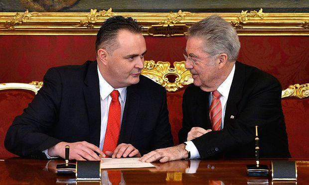 Hans Peter Doskozil bei seiner Angelobung als Verteidigungsminister bei Bundespräsident Heinz Fischer.