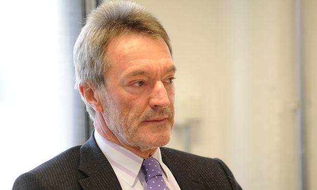 Verfassungsrechtler Mayer fordert strengere Kritieren für Verfassungsrichter.