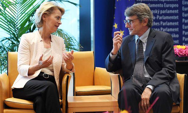 Die mögliche EU-Kommissionspräsidentin Ursula von der Leyen im Gespräch mit dem bereits gewählten EU-Parlamentspräsidenten David-Maria Sassoli.