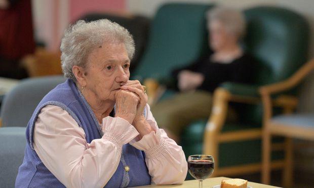 Für Alzheimer-Patienten hat die Pharmaindustrie keine wirksamen Medikamente