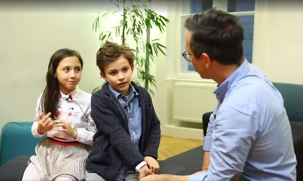 So jung will das Team Kurz auf der Homepage der ÖVP erscheinen: Kinder erklären im Video den Familienbonus und erfahren dabei, wie großzügig der Bundeskanzler ist.