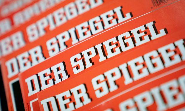 """Der """"Spiegel"""" schrieb nun den Leitsatz seines Gründers, Rudolf Augstein, """"Sagen, was ist"""", auf das Titelblatt."""
