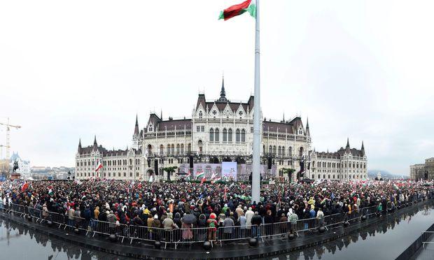 Viktor Orban gewinnt Wahl in Ungarn deutlich