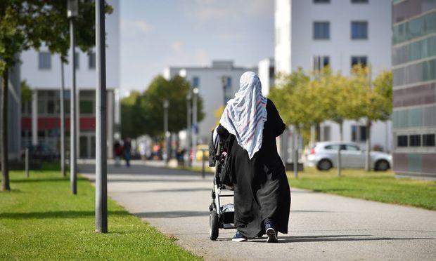 """Das Kopftuchverbot soll in einem sogenannten """"Kinderschutzgesetz"""" verankert werden."""