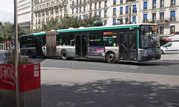 Pariser Rollstuhlfahrer bekommt Bus für sich alleine