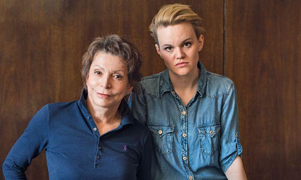 Scheideweg. Volkstheater-Chefin Anna Badora setzt ihr mutiges Programm fort (mit Katharina Klar, r.).
